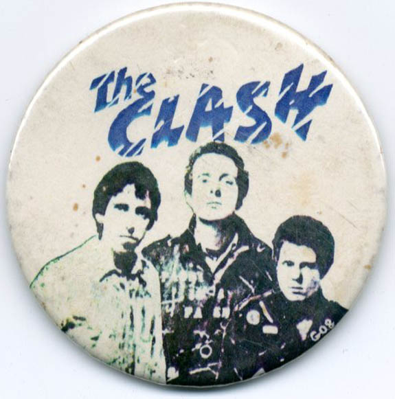 Original large-size badge featuring 'The Clash' logo in blue and a b/w photo of Mick Jones, Joe Strummer and Paul Simonon. The CLASH.