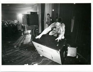 Original Ray Stevenson photograph of Glen Matlock manhandling the Fender speaker he had attacked...